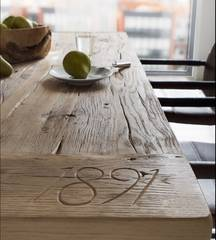 Die Möbellinie Oldoak: Der moderne Esstisch aus Altholz